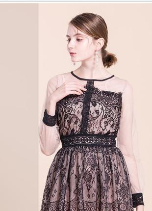 Шикарное актуальное платье с кружевом на фатине