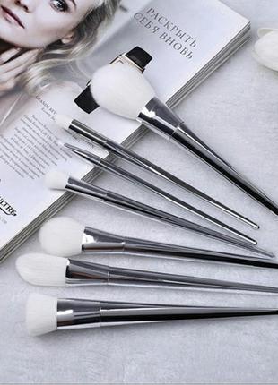 Набор красивых кистей для макияжа лица и глаз 7 шт