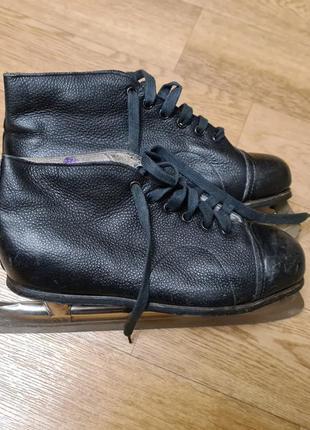 Чёрные кожаные советские прогулочные коньки 36 размера