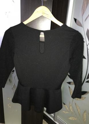 Чёрная кофта с баской