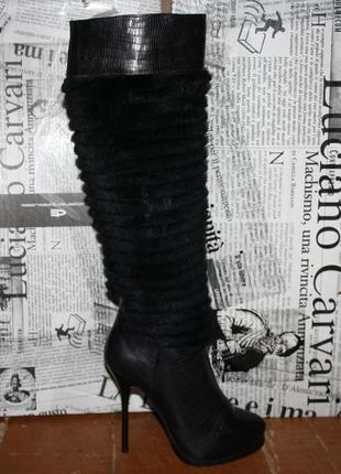 Роскошные кожаные сапоги с мехом кролика. luciano carvari