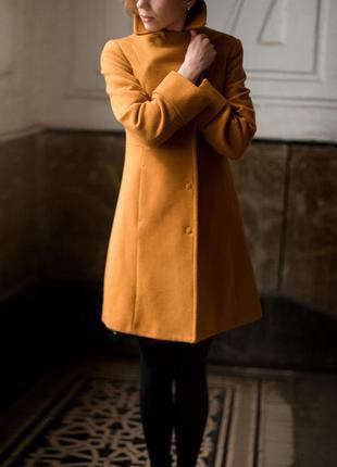 Шерстяное пальто benetton на худышку, горчичный - цвет года