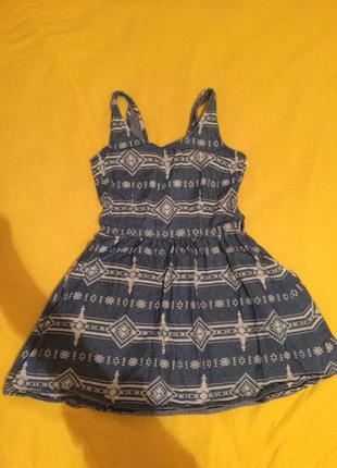 Джинсовое платье в орнамент 34 xs