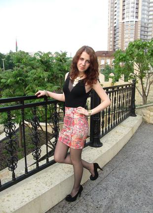 Яркая мини-юбка stradivarius