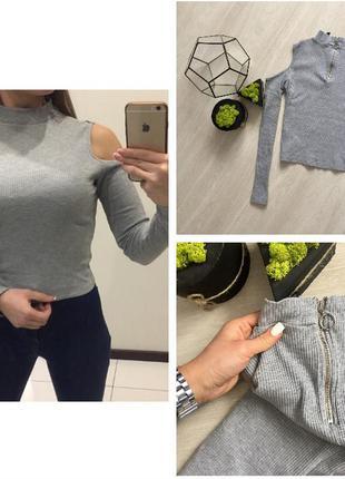 Крутой серый гольф в рубчик с открытыми плечами с молнией /свитер в рубчик h&m