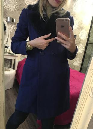Очень стильное, модное пальто чернично-фиолетового цвета