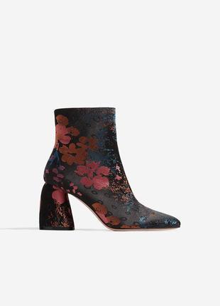 Новые ботинки в цветочный принт stradivarius (36,37,38,39,40) ботильоны