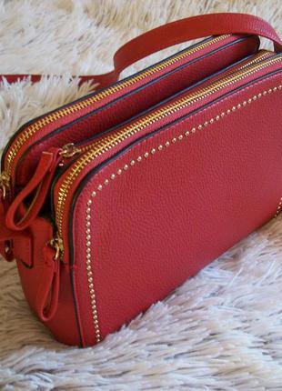 Трендова яскрава сумочка