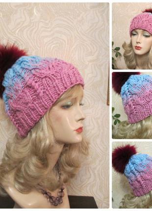 Женская шапка крупной вязки розово голубая с натуральным помпоном песец
