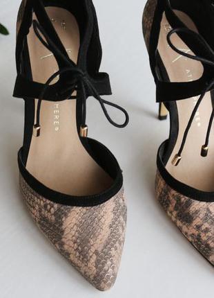 Новые туфли лодочки с имитацией змеиной кожи и на шнуровках