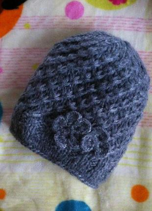 Красивая тёмно-серая шапка