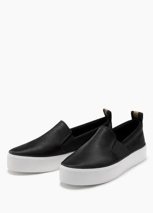 Модні атласні кросівки, макасіни з гумками від bershka