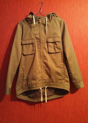 Куртка ветровка парка цвета хаки, олива, сзади длиннее