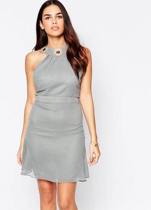 Стильное платье украшенное камнями label london