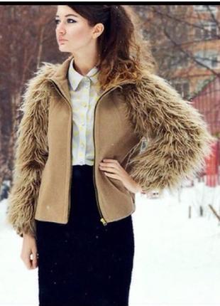 Пальто с мехом под ламу zara размер с  шерсть кемел