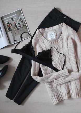 Удлиненный шерстяной, теплый свитер в косы молочного цвета