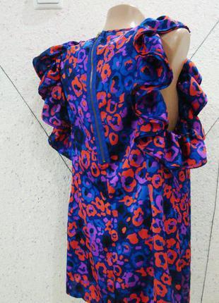 Нарядная блуза модного кроя фирменная с рюшами и молнией на спинке topshop в наличии
