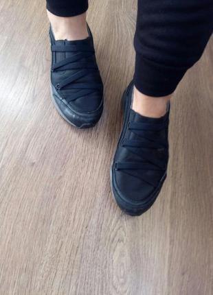 Фирменные кожаные кроссовки dkny