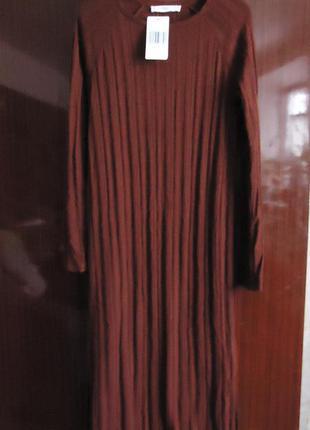 Стильное длинное немного меланжевое вязаное платье в рубчик