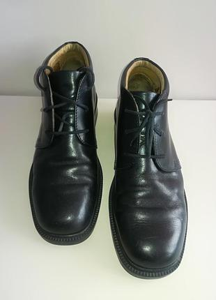 Кожаные ботинки