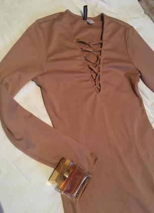Нереально крутое нюдовое асимметричное платье со шнуровкой h&m