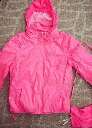Ярко розовая куртка ветровка дождевик bershka