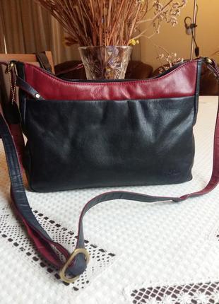 Кожаная темно-синяя сумка кроссбоди с малиновой вставкой фирмы mia genuine leather