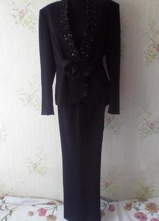 Эксклюзивный дизайнерский нарядный класический деловой костюм