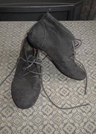 Демисезонные ботинки от бренда zara