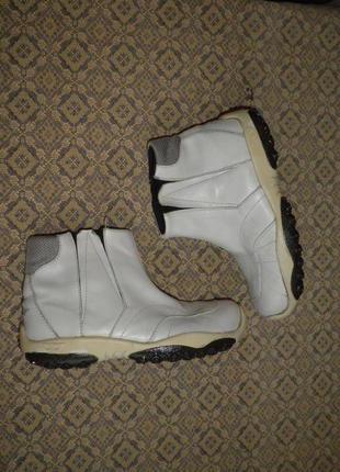 Демисезонные спортивные, кожаные ботинки от бренда diesel