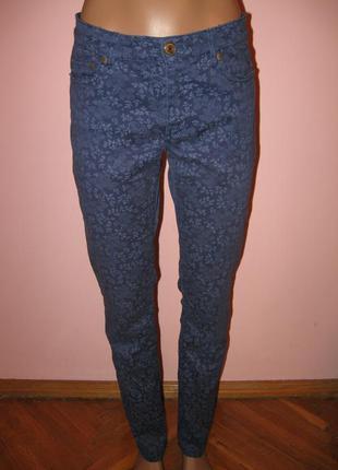 Зимняя распродажа!!! стильные джинсы в цветочный принт от h&m