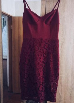 Элегантное платье с кружевом