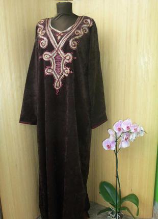 Шоколадно коричневое  бархатное платье с вышивкой