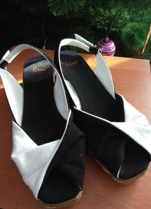Босоножки,  сандалии castaner