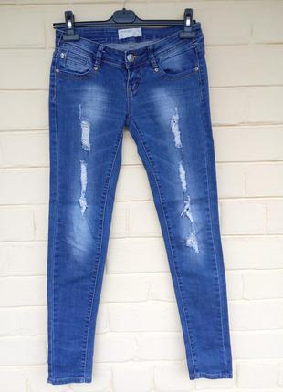 Фирменные джинсы с рваностями