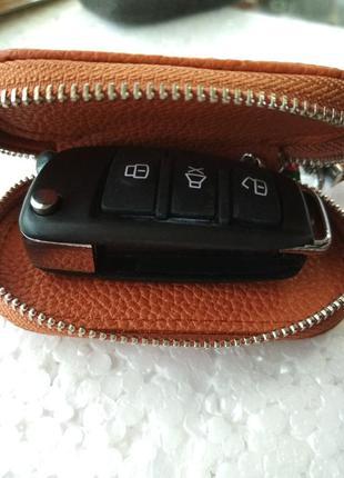 Кожаная ключница для авто