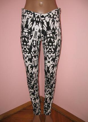 Зимняя распродажа!!! крутые джинсы в чёрно-белый принт от divided by h&m р.38