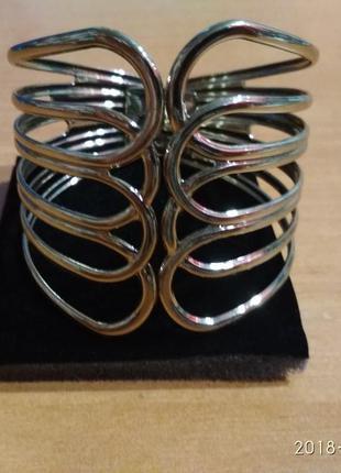 Золотистый, фирменный браслет на руку