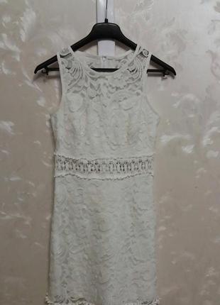 Белое кружевное платье new look с красивой кружевной отделкой на поясе