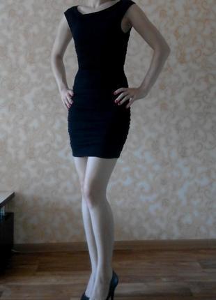 Маленька чорна сукня h&м
