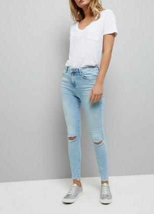 Голубые джинсы new look