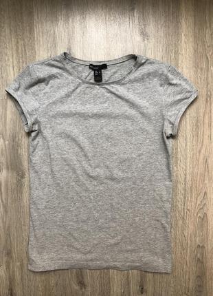 Красивая базовая серая футболка mango