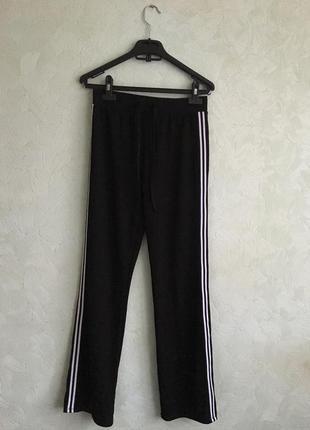 Стильные штаны c полосками сбоку