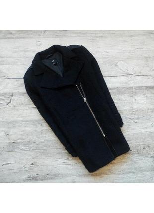 Крутое плотное  пальто