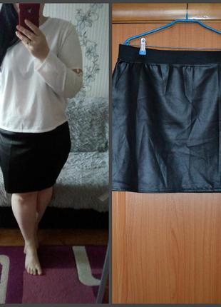 Черная юбка с кожзам.пропиткой, плотная, р. 24