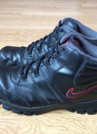 Кожаные ботинки nike оригинал 39 размера в идеальном состоянии