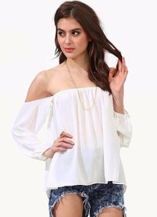 Трендовая блуза с открытыми плечами
