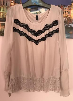 Очень нежная блуза с кружевом с замочками на рукавах
