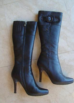 Зимние сапоги на каблуке коричневые