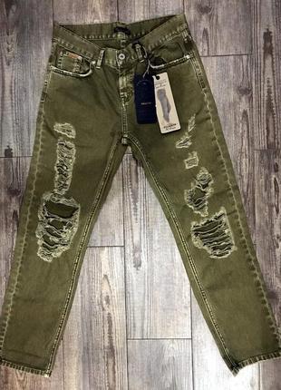 """Классические """"рваные"""" джинсы - бойфренды цвета хаки, pull&bear"""